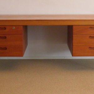 Wilkhahn desk by Martmut Lohmeyer