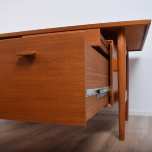 Model 207 desk by Arne Vodder