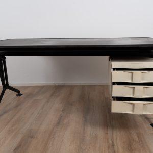 Arco office desk by Studio BBPR